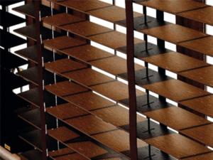 горизонтальные деревянные испанские жалюзи