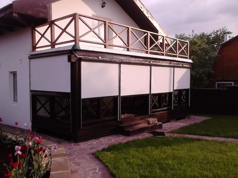 Рулонные шторы в коробе с направляющими (фото 1)